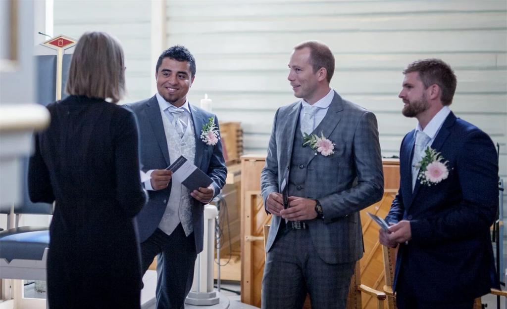 Burdgom kirke kirkebryllup bryllup forlover forlovere
